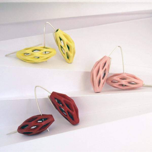 pendientes colgantes diamotea rojos, rosas y amarillos, colección colores cálidos de BaRock jewelry