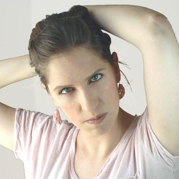 pendientes colgantes diamotea rosas de BaRock jewelry fotos sobre modelo