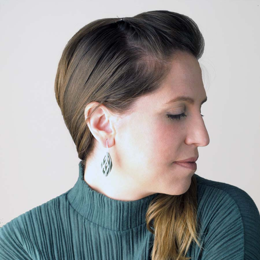 pendientes colgantes diamotea verdes de BaRock jewelry fotos sobre modelo