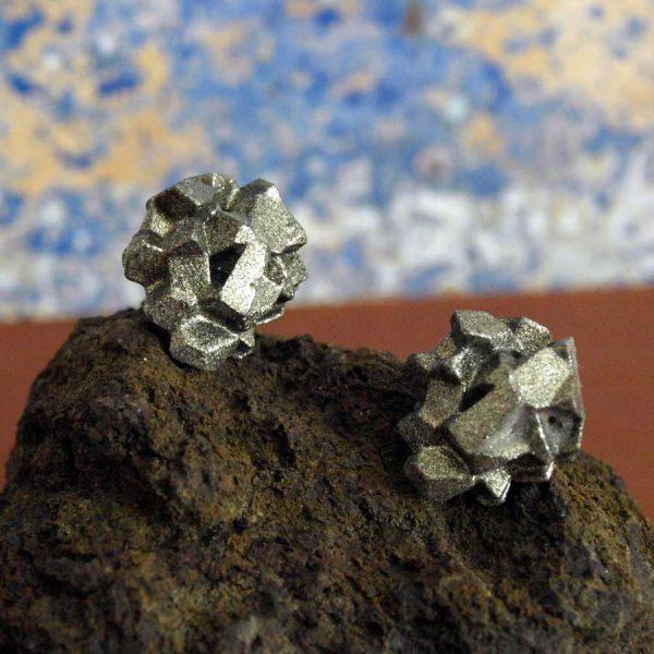pendientes pequeños antracita plata sobre piedra de BaRock jewelry
