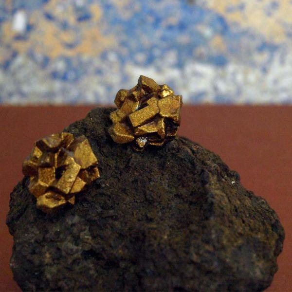 pendientes pequeños antracita cobre sobre piedra de BaRock jewelry