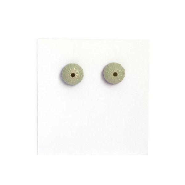 pendientes pequeños triku de BaRock jewelry sobre expositor