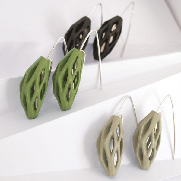 Coleccíon diatomea tonos verdes de pendientes colgantes impresos en 3D, acabados en plata y pintados a manos.