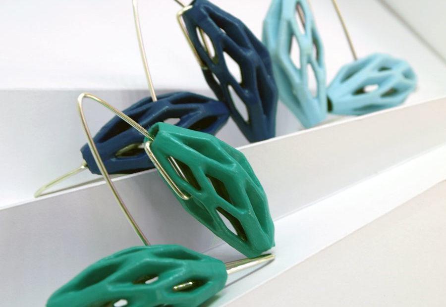 Coleccíon diatomea tonos azules de pendientes originales colgantes impresos en 3D, acabados en plata y pintados a manos.